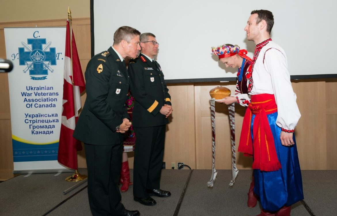 Traditional Ukrainian greeting of Bread and Salt at the Ukrainian War Veterans Association of Canada – Canadian Armed Forces Appreciation Evening, honouring Operation UNIFIER and LGen Paul Wynnyk CMM MSM CD, held on 1 Jun 2018 in Toronto. Receiving the greeting are LGen Paul Wynnyk CMM MSM CD. and LCol K. Reeves CD (former Commander of Task Force Ukraine – Operation UNIFIER). Photo by Stephen Parry.